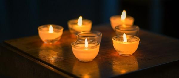 Kerzen-Beileid-AusschnittHqZ27zKOqSYq8